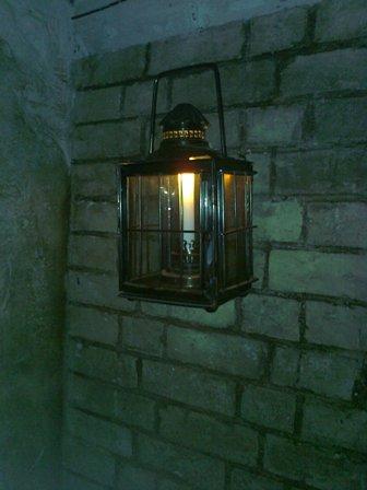 Domstol. Förutom några få lampor.