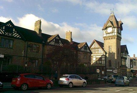 Ledbury, Almshouses och klockstapel